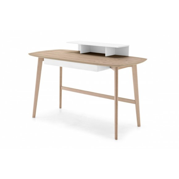 MATCH: Scandinavian-Design Desk